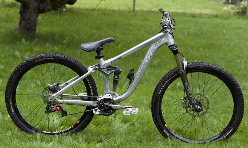 2012 custom Rocky Mountain Slayer Slopestyle. Size: Small