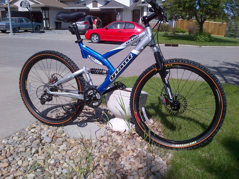 Giant Warp Ds1 Medium Dh Mtb 27 Speed Disc Hd 26 Wheels For Sale