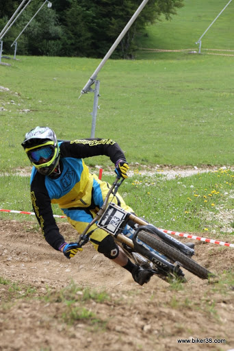 Dh racing during training