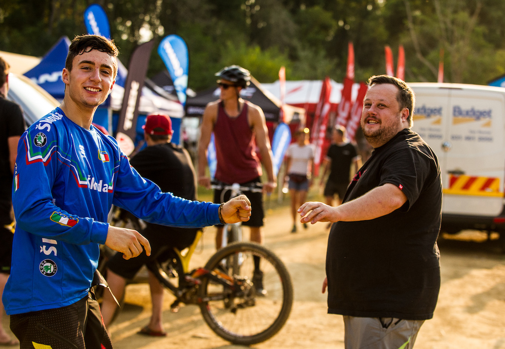 Devinci s Gabe Fox and Gianluca Vernassa get some pre-Worlds jitters out with a bit of pit fisticuffs.