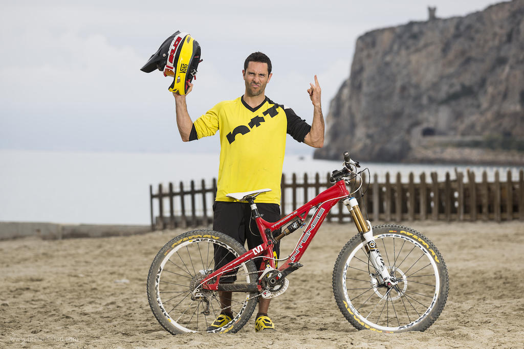 Cedric Carrez (plate #475) is the man behind the famous Enduro World Series backflip in Val d'Isère. This amator guy can also ride fast with his Intense Tracer 2.