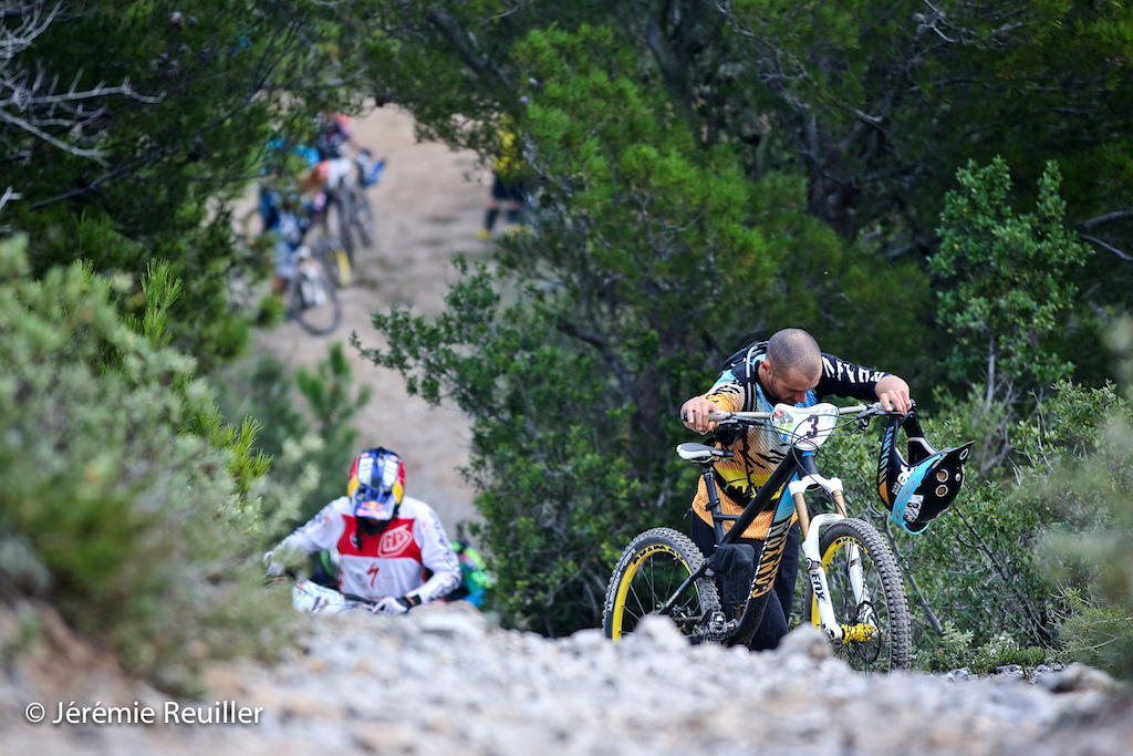 Fabien Barel climb to go on the stage 3.