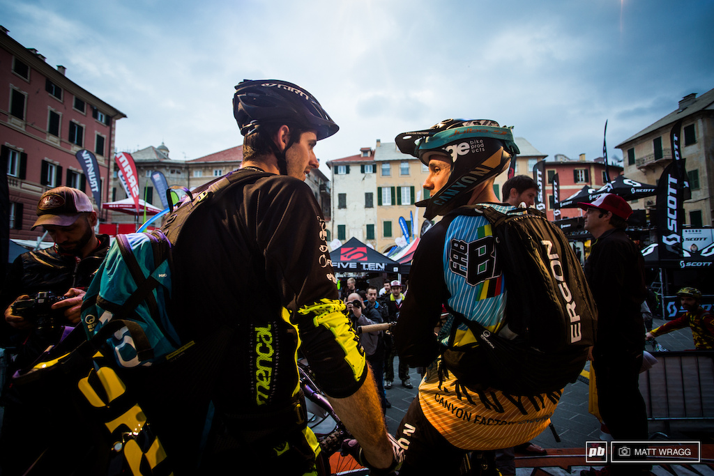 Remy Absalon and Fab Barel wait for the start which was delayed by 40 minutes because the ambulance ran late. Rules say that the race can t start without so everyone had to wait.