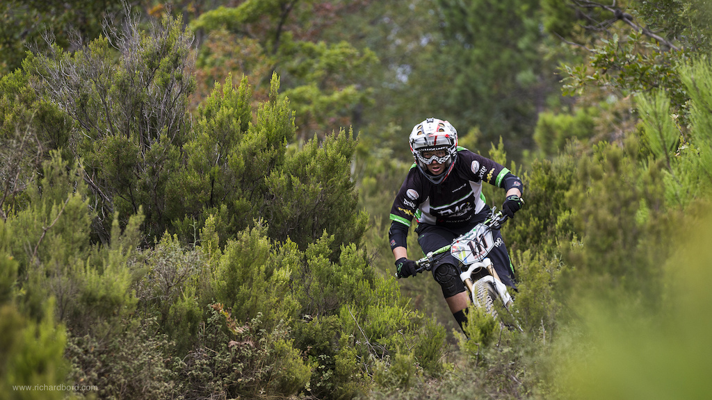Tracy Moseley is not only a DH World Champion she now is the first Enduro World Champion in women category. Congrats Tracy