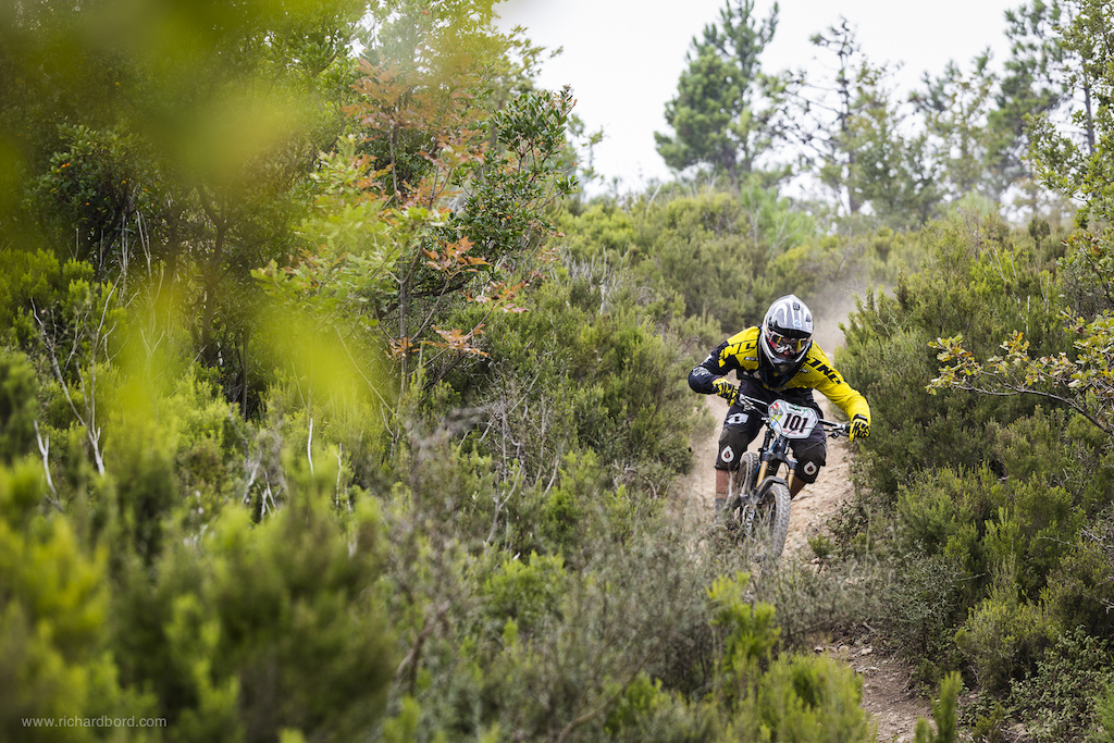 After wining the stage 1 yesterday Martin Maes took the 3rd place overall of the week-end. He also is a Junior lives in a flat country Belgium and is the first Enduro World Champion in Junior category. Sorry
