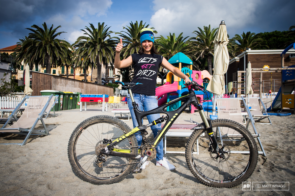Valentina Macheda and her Ibis Mojo HDR. She runs an X-Fusion Vengeance fork and shock eThirteen cranks a SRAM X0 drivetrain and 26 DT Swiss Spline ONE wheels.