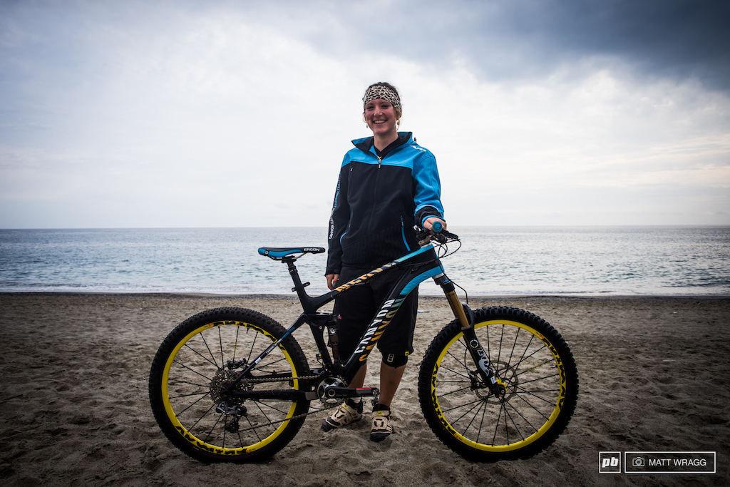 Ines Thoma and her Canyon Nerve. She runs a Fox 34 CTD fork and Float rear shock SRAM XX1 drivetrain and 26 Mavic Crossmax wheels and tyres.
