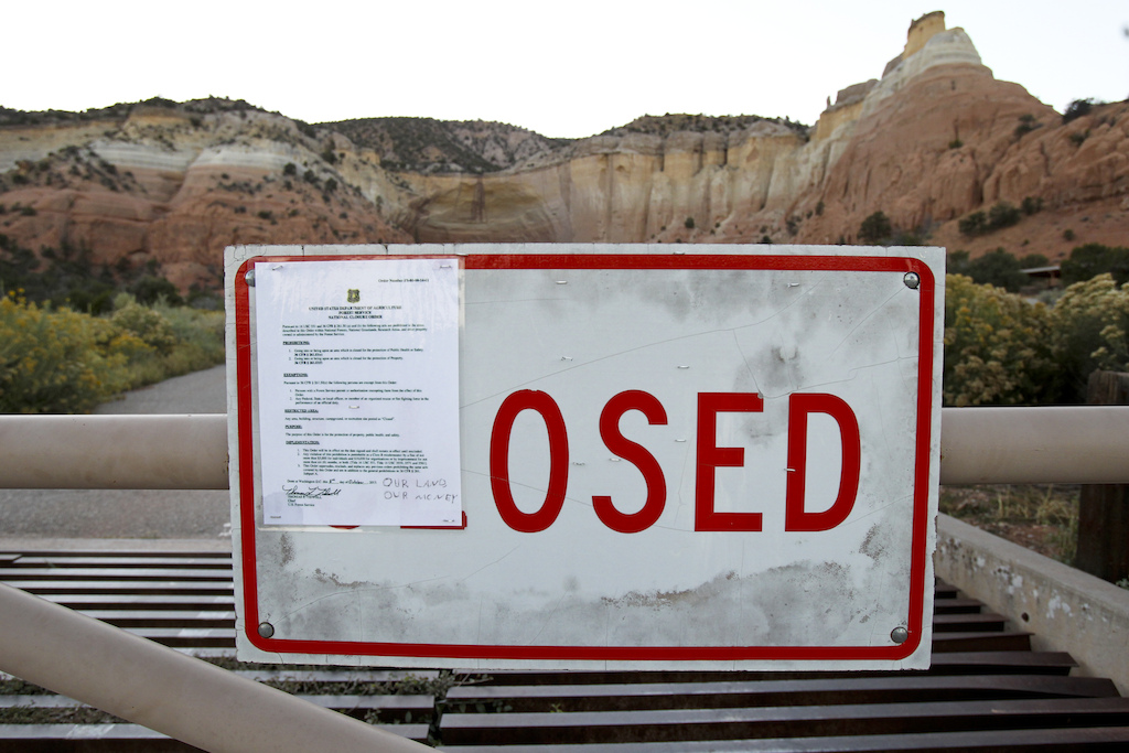 When we check the warning closer we found out that we can be fined 5000 USD for entering the gate of Ghost Ranch National Park which was closed due to the lack of federal funding.