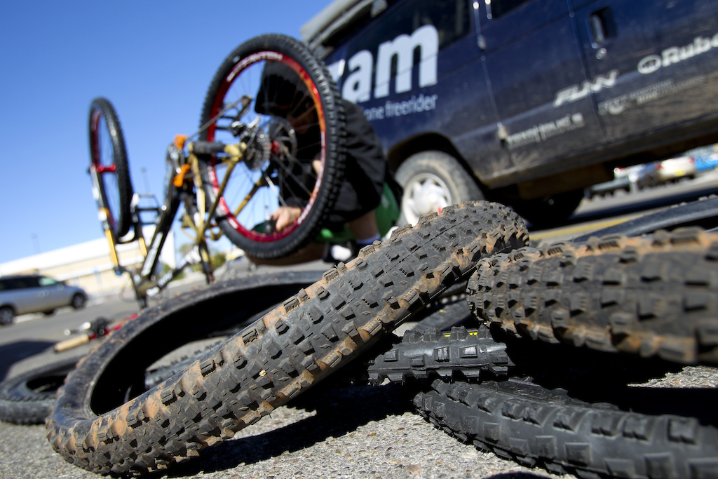 After all that punctures there came a judgement day when Gaspi s decided to change all his tires at the parking lot in front of Walmart in Albuquerque.