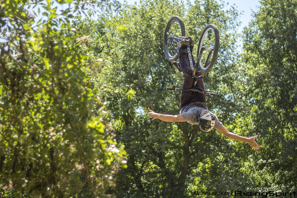 Teaser http www.pinkbike.com video 343205 This is a non supported documentary about the essence of biking filmed during a bike journey from Spain to Germany. Combining wonderful things like adventure sport people and music. Produced by Sandro Szukat - Ridingspirit.com