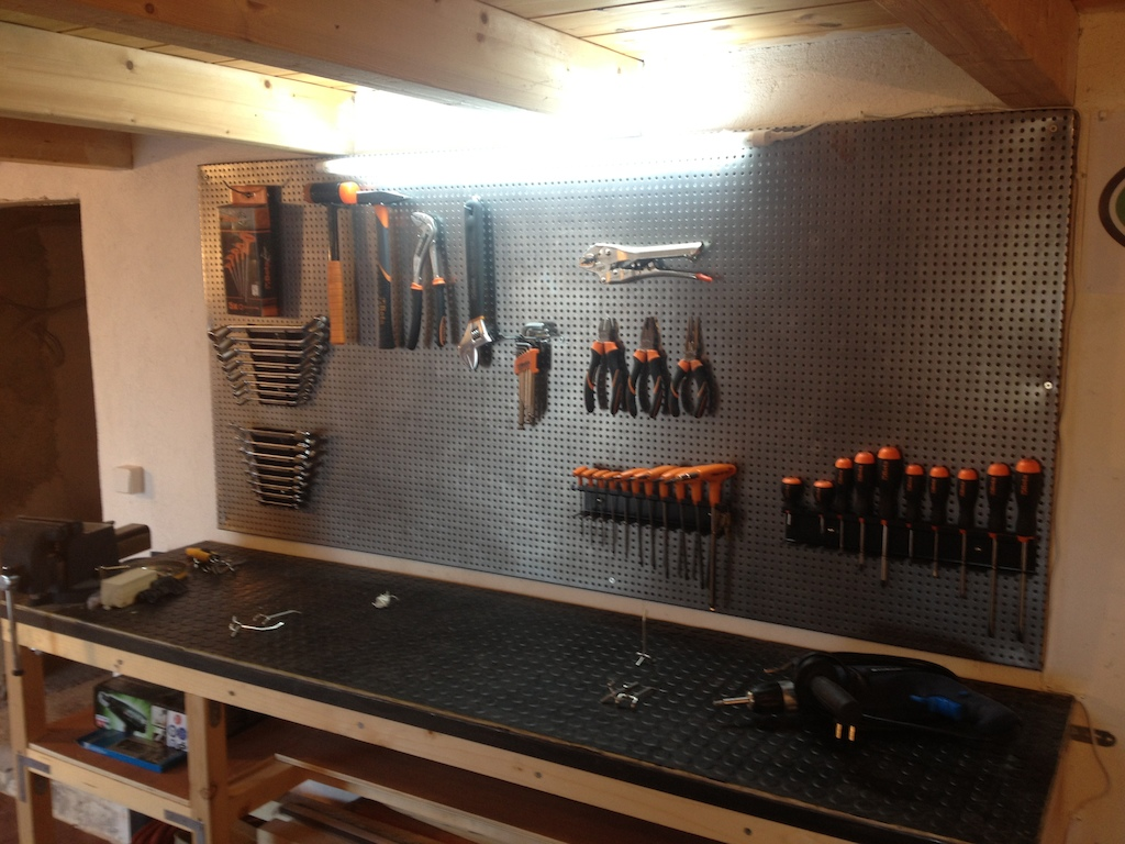 Garage is almost done with brand new beta tools and stanley air compressor :D