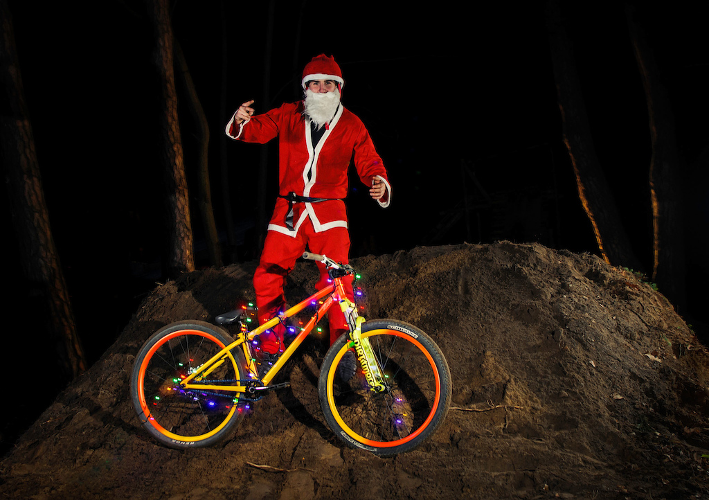 He knows when you' re sleeping. He knows when you're awake... Our local Santa aka Piotr Kraja Krajewski MTB got his Miami Viced reindeer - Cody and shared some love with fellow elves. Enjoy your Christmas mates!  Santa also mentioned that all the bad diggers will get shovels instead of bike parts this year!