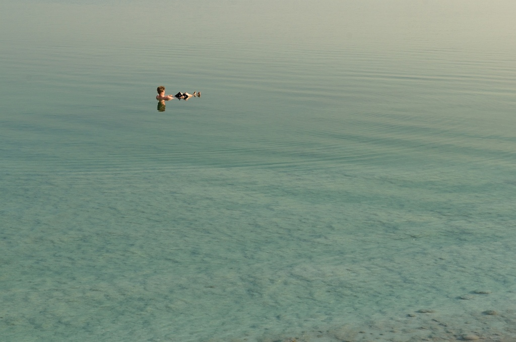 Hopkins opts for an early morning float in the Dead Sea. Ilan Sachim photo.
