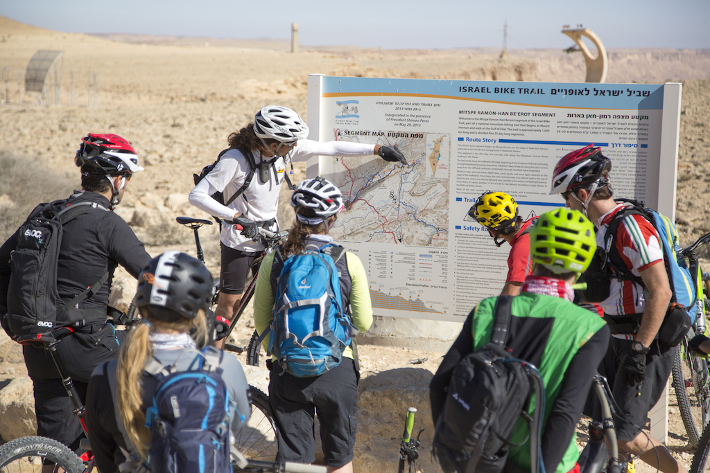 Yaron Deri gives us the lowdown on the 34 kilometer ride we are about to ride around the Ramon Crater. Alon Ron photo.