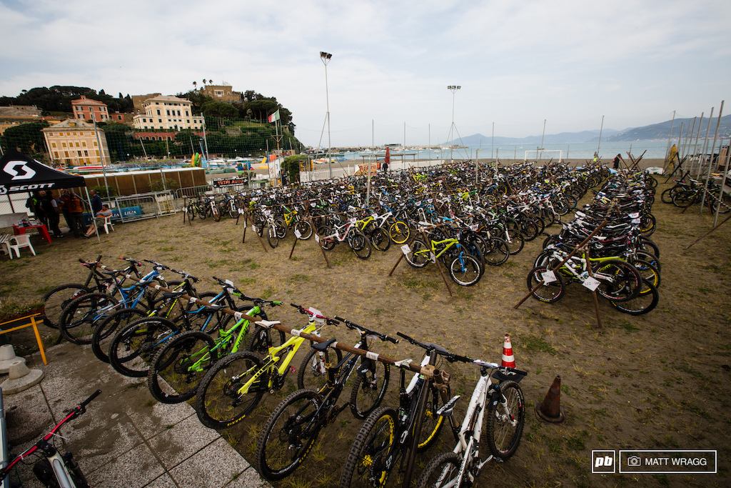 400 or so bikes, ready for racing this morning.