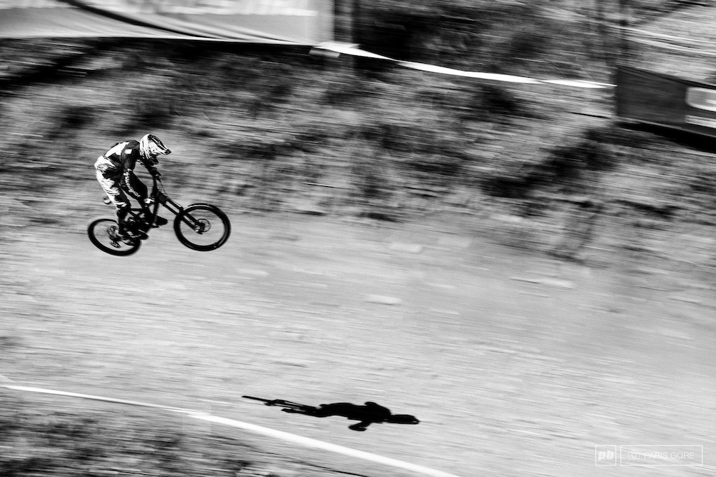 Luca Shaw chasing his shadow to get his first World Cup win as a junior. The American rider on SRAM Troy Lee Designs is proving up to a much anticipate season.