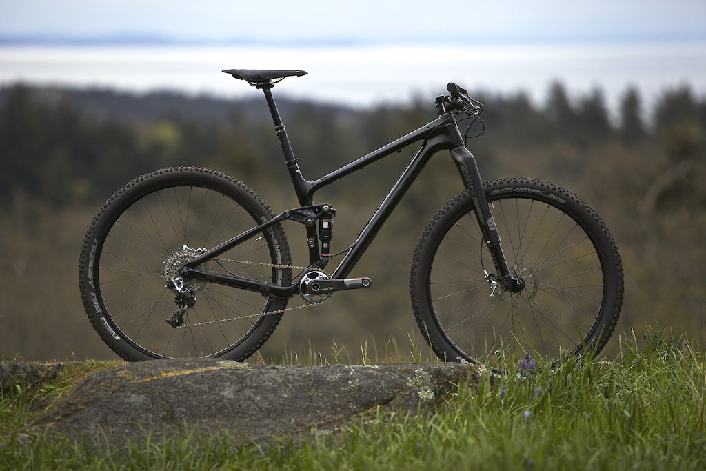 New Trek Fuel EX with RS-1/XX1. Murdered out full SRAM build. This thing is a work of art.