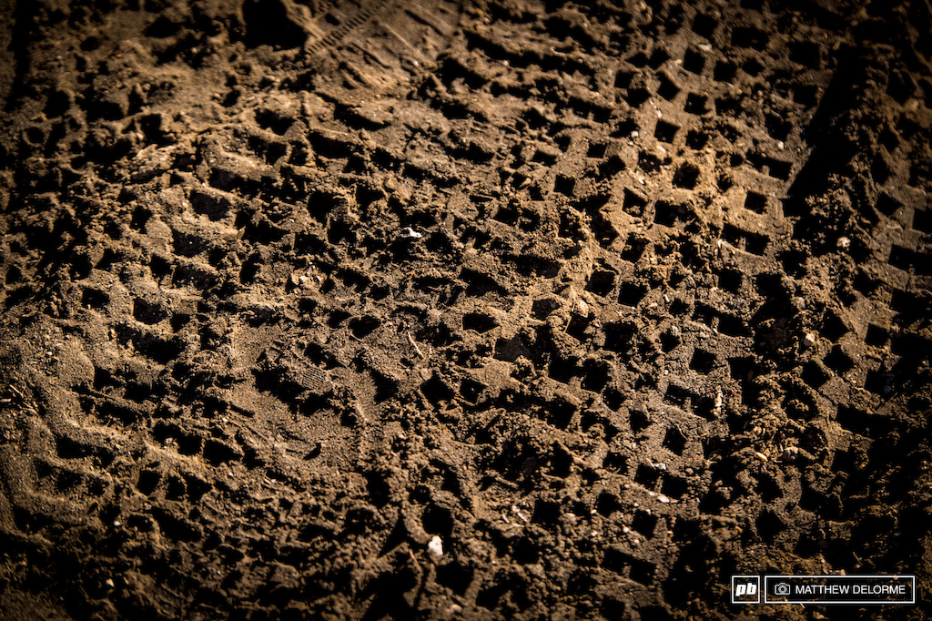 Tire choice here will be key. The mix of volcanic sand and loose loose fine dirt has plenty of give, but there are plenty of sharp volcanic rocks underneath it all.