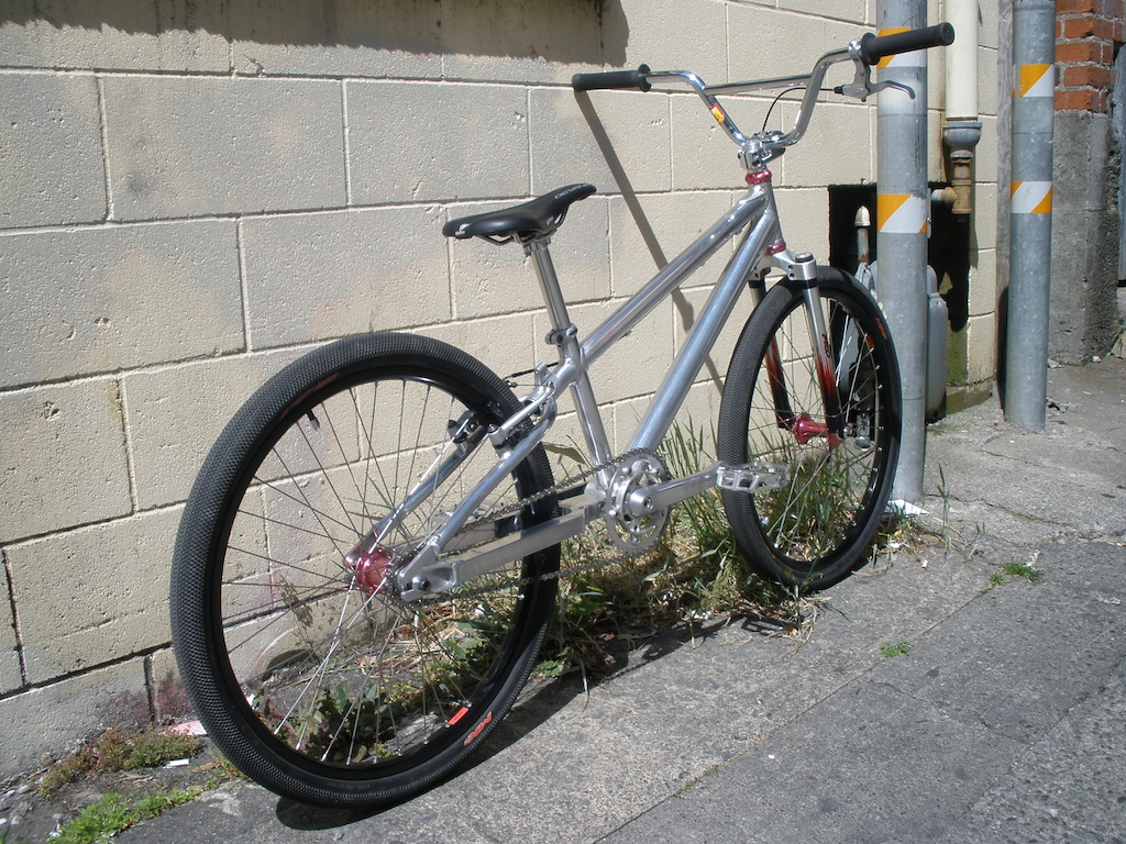1997 Santa Cruz Jackal BMX done for now. New S&M Race Bars. 21.86 lbs as pictured.