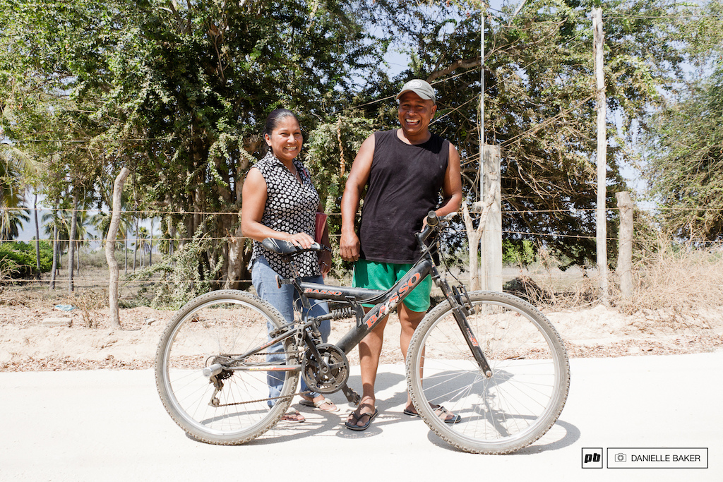 This couple proved that you don t need a tandem to ride together.