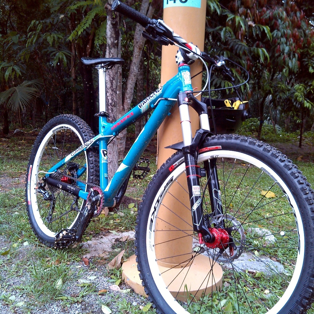 Commencal Ramones 2010 140MM Sektor 2.3 specialized sx raceface narrow wide single speed deore brakes(ice tech) deore 10 speed