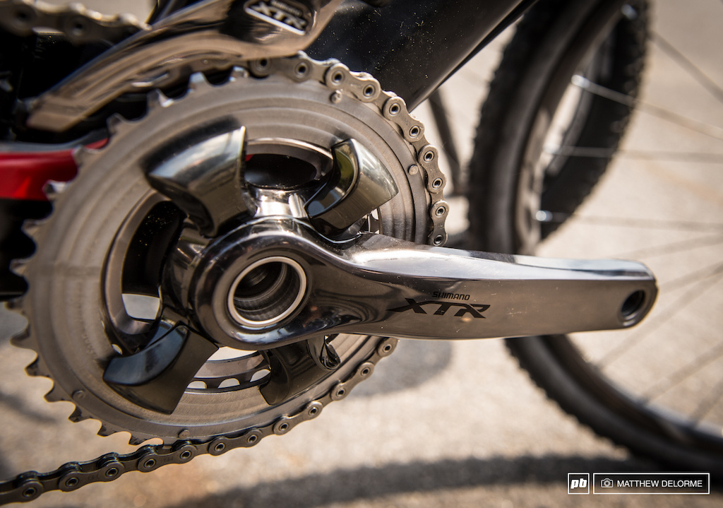 Behold the Shimano XTR 9000. The newly designed crankset allows for 3x 2x or 1x11. Shimano opted for an 11 X 40 cassette stating that 40 is a much shorter shifting distance than 42 and therefore more efficient.