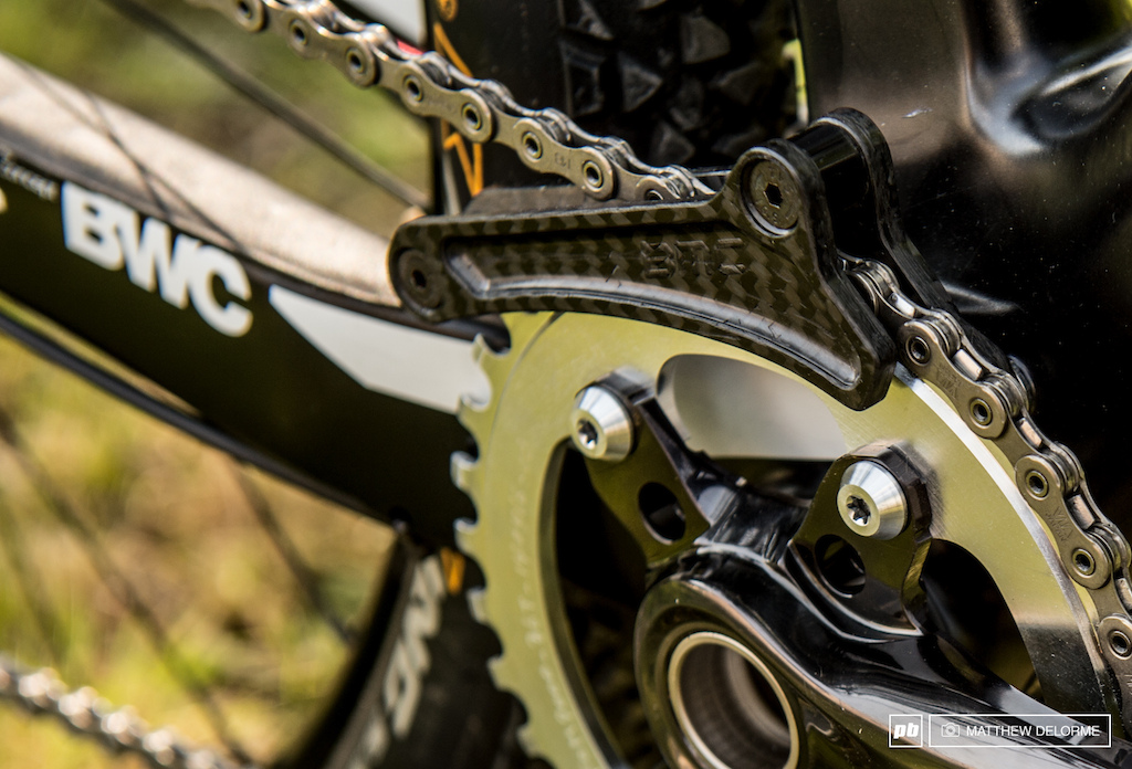 Julien is running a prototype BMC carbon guide and a prototype XTR 36 tooth chain ring.