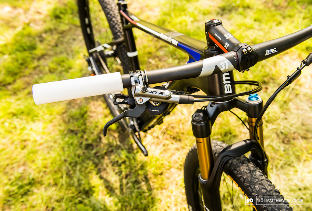 New XTR brakes are lighter and feature carbon levers. The Team Elite also has 3T carbon bars and stem.