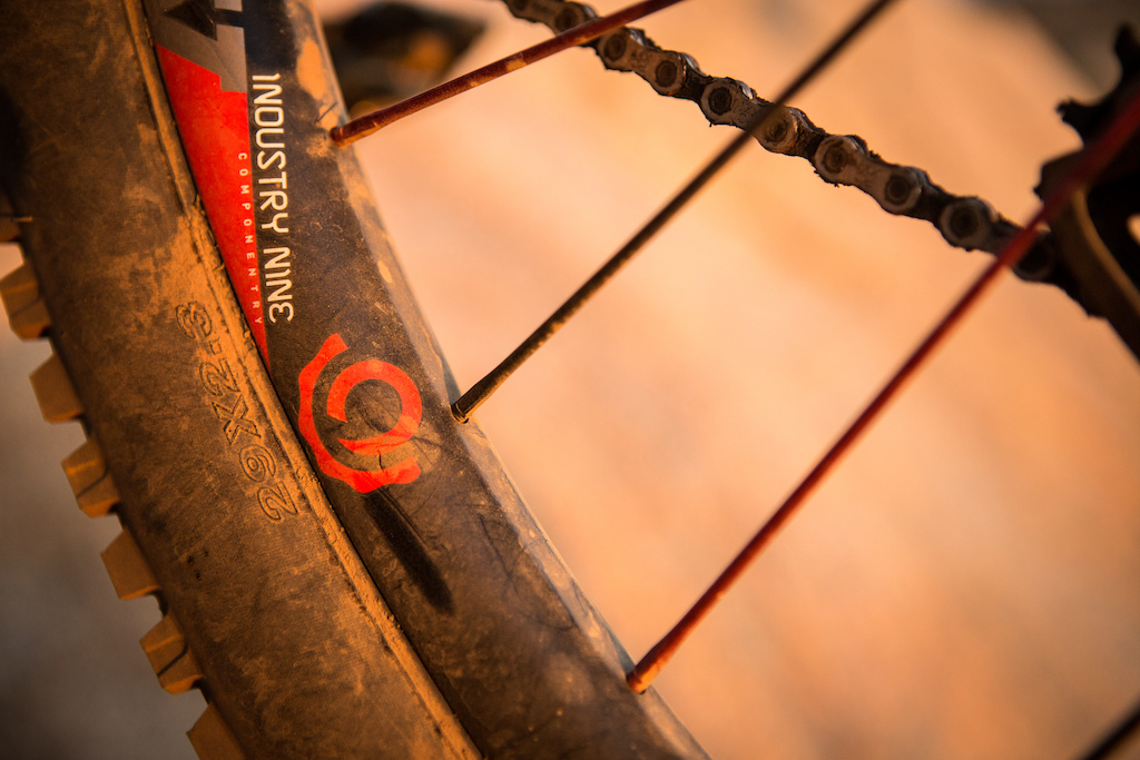 Industry Nine Gravity Carbon - spokes entering rim