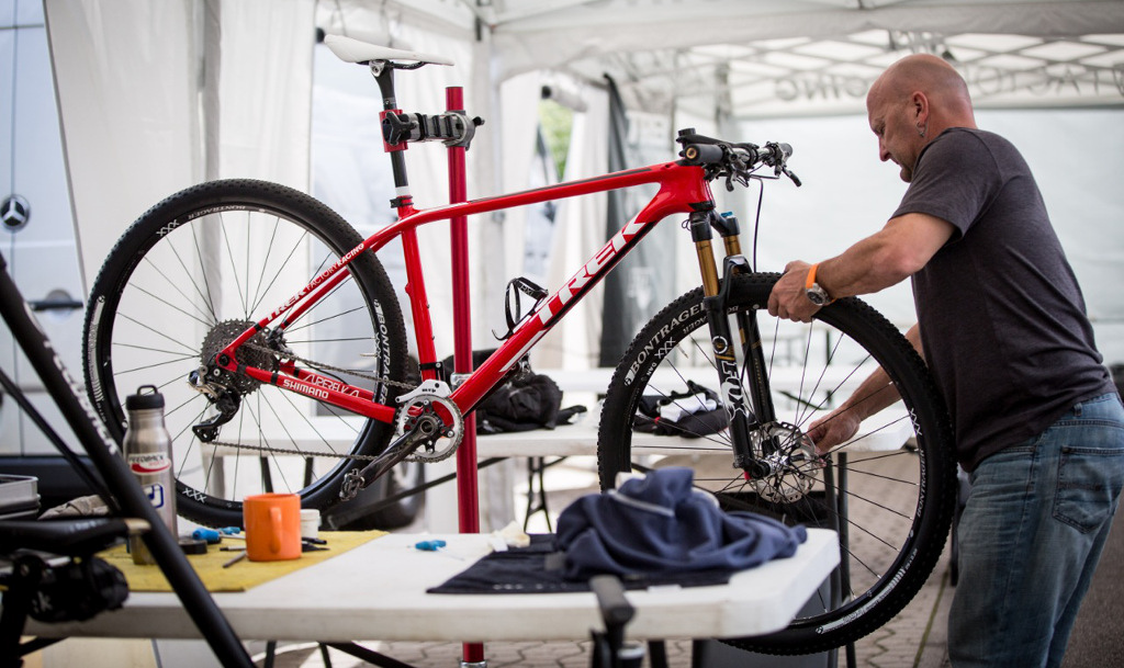 Trek Factory Racing with Dan McConnel s bike 2015