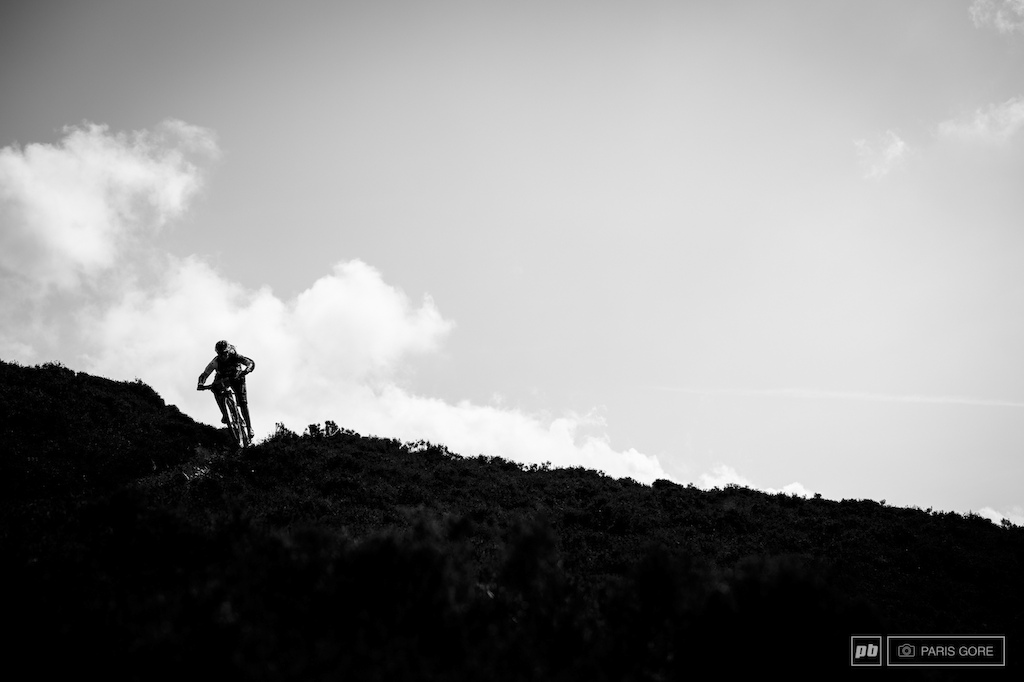 Tracy Moseley chasing down Anne Caroline Chausson to reclaim her title from last year s EWS title.