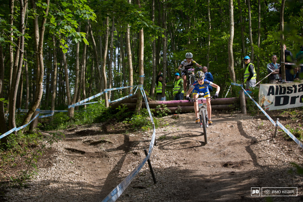 Yana Belomoina leads the race with Margot Moschetti trailing close behind.