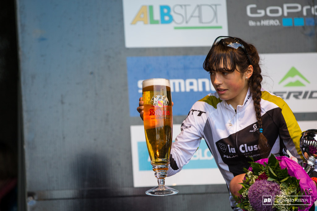 Margot Moschetti carefully holding Germany s gold after winning the 2014 UCI Mountain Bike World Cup at Albstadt.