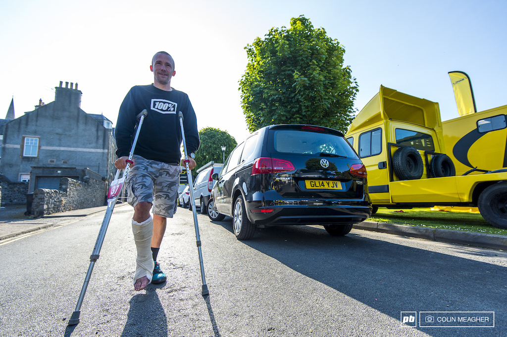 Manuel Ducci may have broke his ankle in training but his spirit s still in the race here at Teedlove. Note the plate on the crutches...