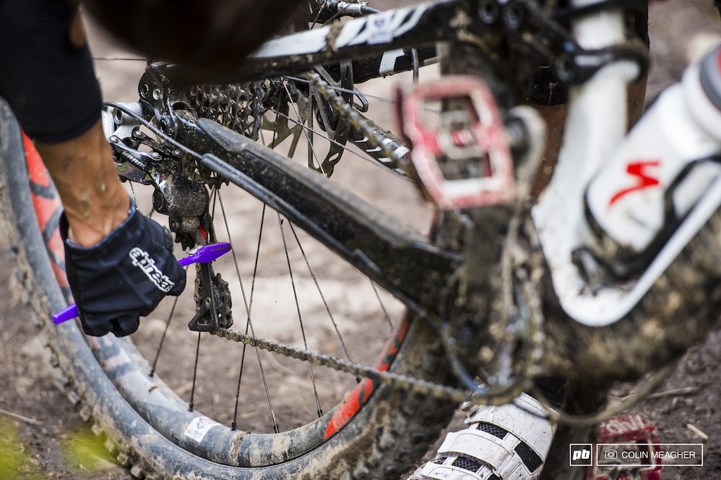 Tricky tip of the day from Anneke Beerten carry an old toothbrush for freshening up that haggard mud choked rear derailleur pulley.