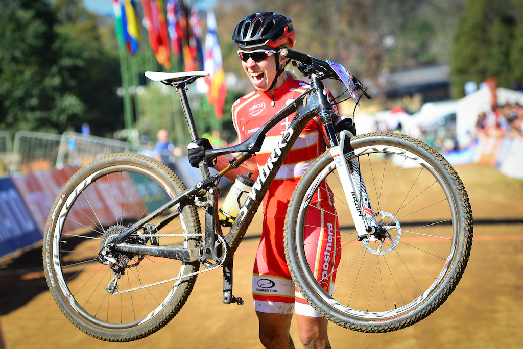 Annika Langvad of Denmark claimed her third world title of her career when she won the women s race of the UCI MTB Marathon World Championships on Sunday.
