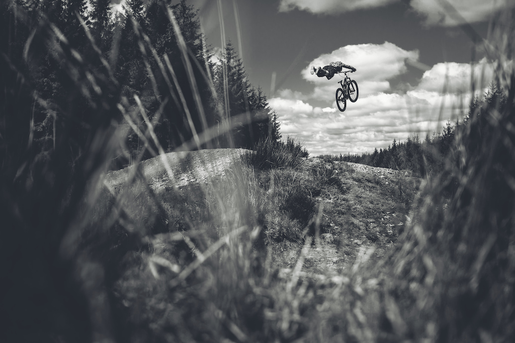 Enter the Dragon Blake Samson - Find the video on Pinkbike now - Laurence CE - www.laurence-ce.com