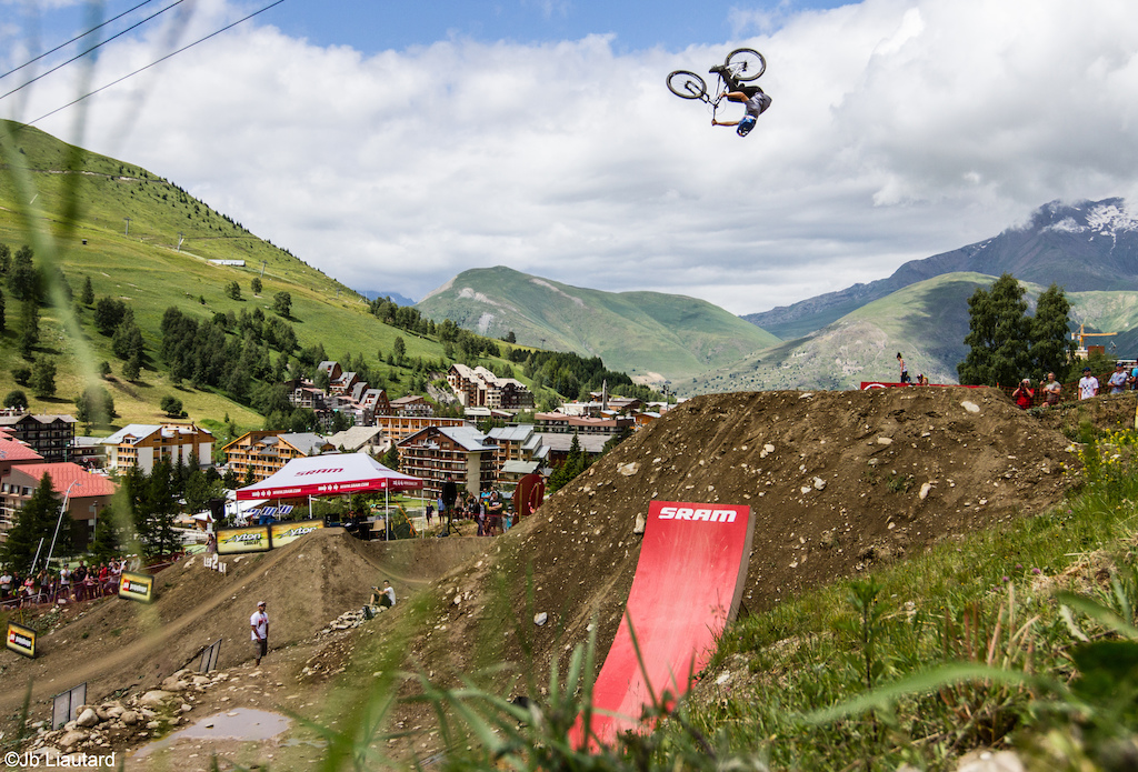 Anthony messere sended huge flatspins before his race runs on the slopestyle track.