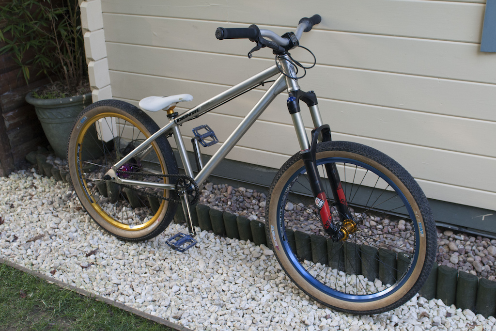 2013 full custom identiti dj bike dartmoor/gusset high end parts