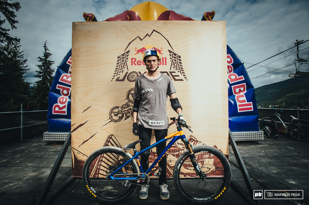 Thomas Genon and his Canyon hardtail.