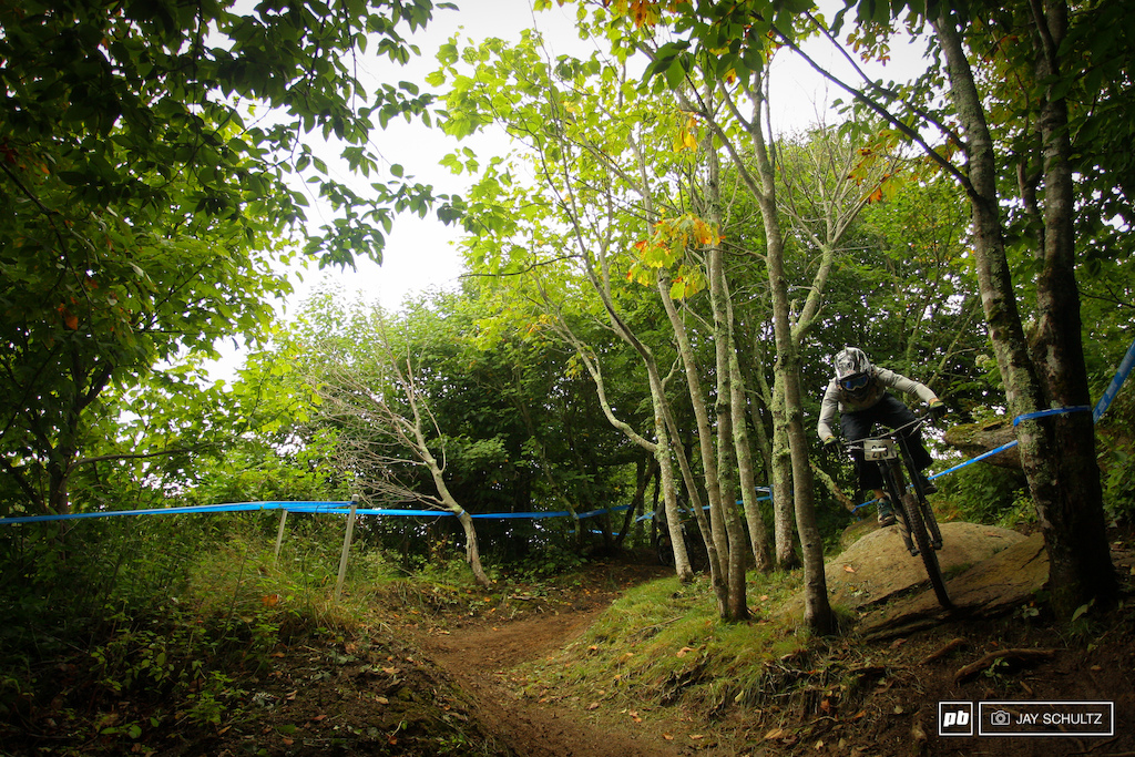 You Know You Wanna Be - Down with the King. Matt King of Blue Ridge Gravity taking the high line in the upper part of the course during Saturday practice. Throughout the weekend the majority of riders seemed to choose the opposite inside right line. Not sure why it doesn t look that gnarly and is much much faster.