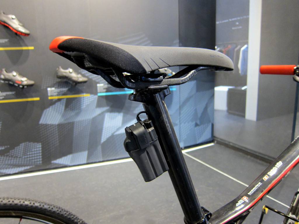Ralph Naf's BMC Four Stroke FS01-29 also uses electronically controlled Fox iCD suspension with internal wiring. The Fox system shares the same battery and wiring as Shimano Di2,