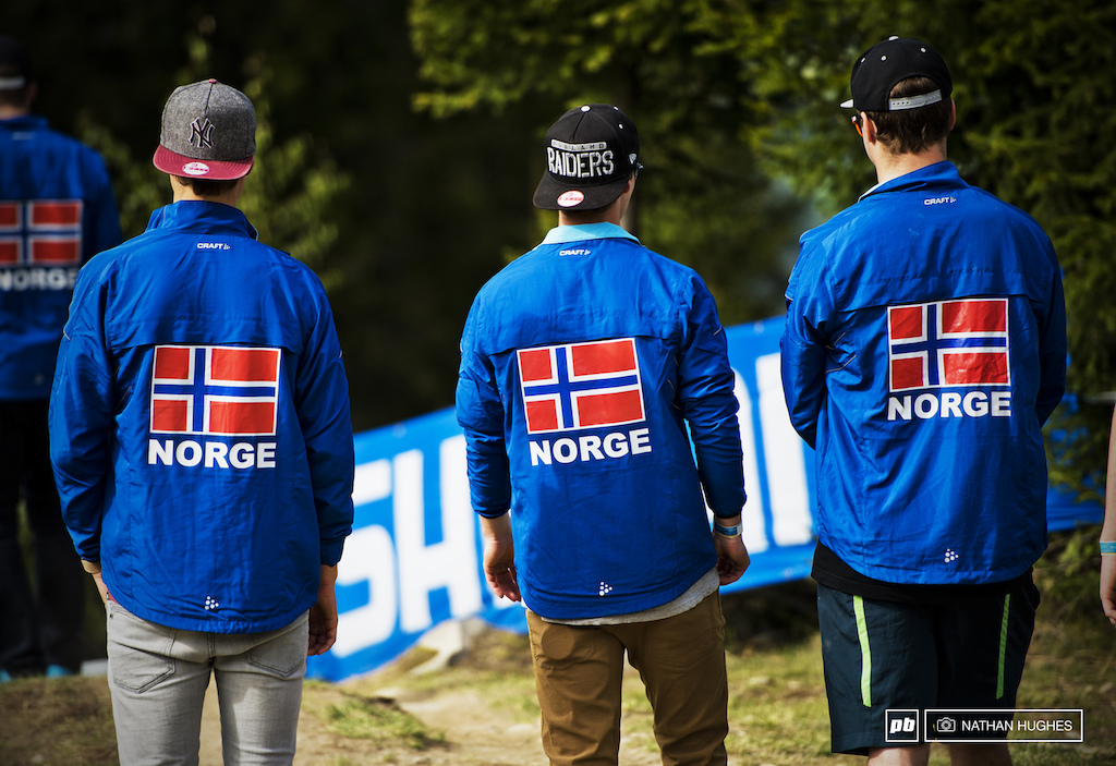 With such colorful matching jackets these guys were hard to ignorge. No idea what their country was though.