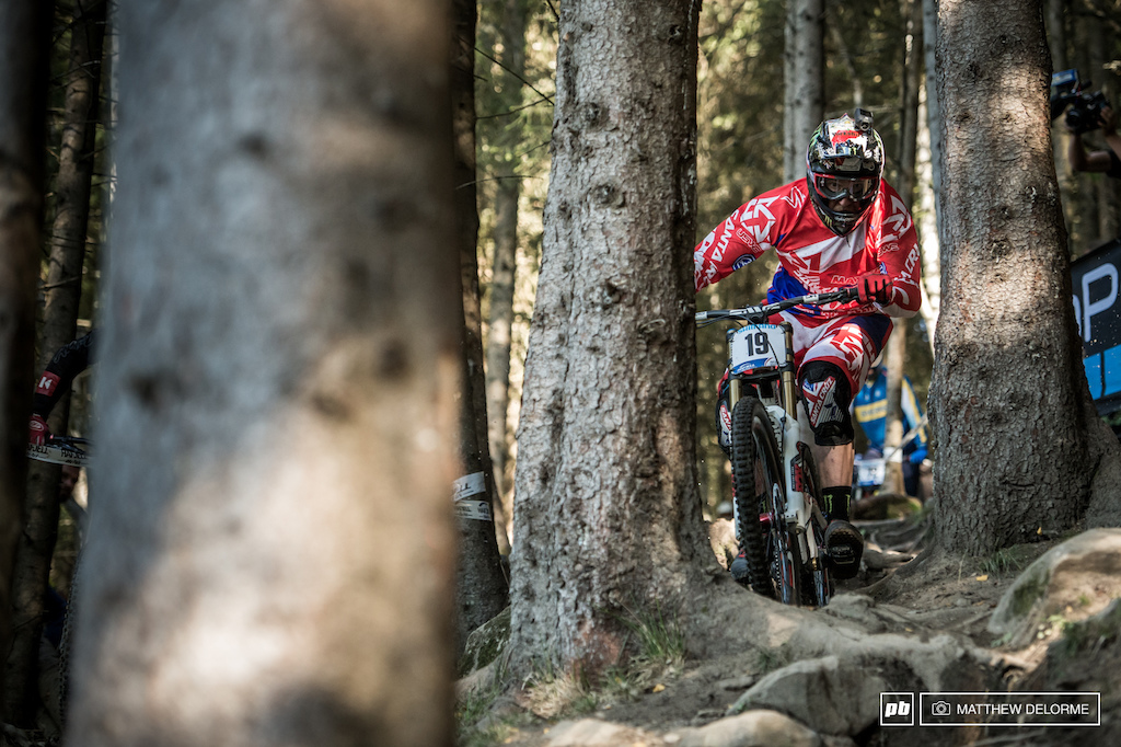 Steve Peat shimmies his way betweeen some tight trees.