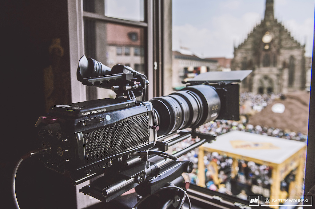 It is not a rocket launcher but the size of it may mislead you. Enjoy the Phantom Flex4K camera that allows to capture images in 4K resolution in 1000fps and we can assure you it is a real HD eye candy. Stay tuned for the footage from it as it will hit the web soon.