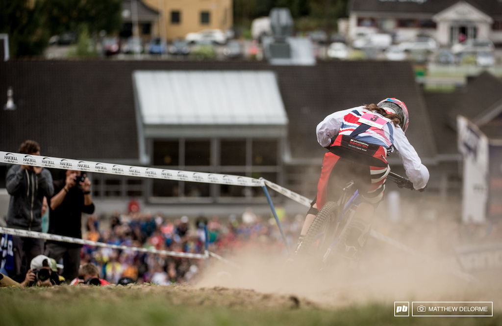Manon Carpenter got on the gas today and edged out fellow Brit Rachel Atherton.
