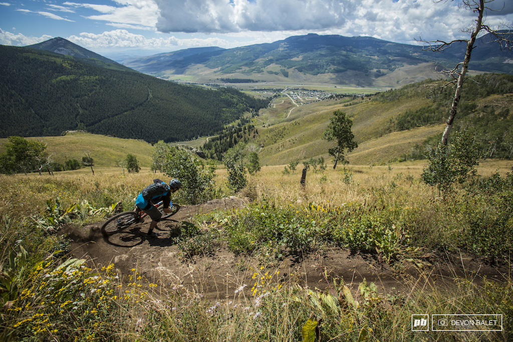 Yet another amazing view with a fast switchback. Caves Trail made for a perfect enduro course.