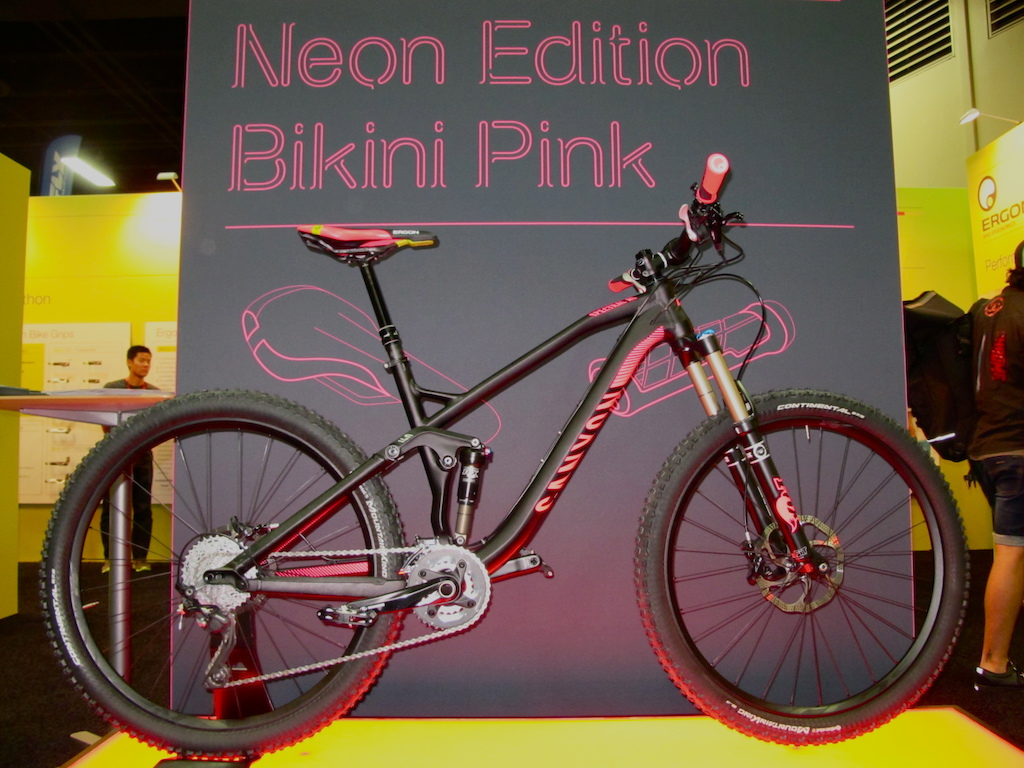 Obviously we're a fan of all things pink around here and this Canyon Spectral AL that was done up in Ergon's new Neon Edition Bikini Pink SME3 Pro saddle and GE1 grips was eye catching. The pink will be available on Ergon's SME3 Pro and SME3 Pro Carbon seats as well as GE1 and GE1 Slim grips. Check em' out.