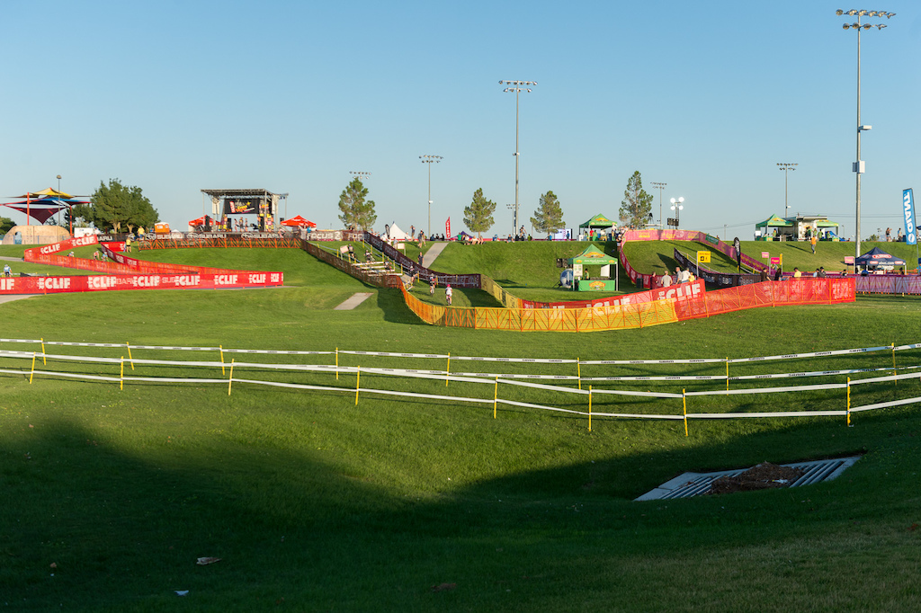 The Cross Vegas course is a 3.3 km loop with several sets of barriers stair run ups and bridges as well as some tight corners and a couple of sand pits. All designed to challenge the riders and make the grass course more interesting for racers and fans alike.