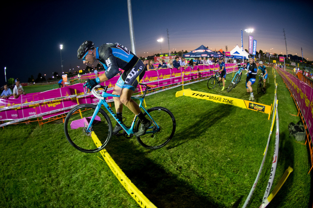 Sean Rudzinsky didn t end up on the podium but here he shows he s got some CX bunnyhop skills.